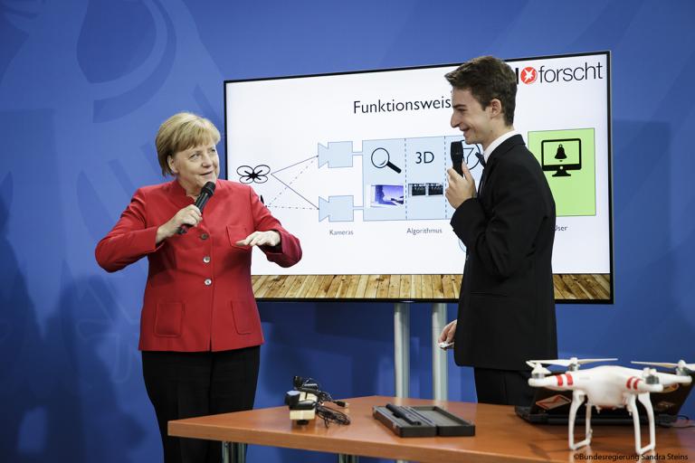 Pressebericht Bundesregierung: Präsentation bei Bundeskanzlerin Angela Merkel